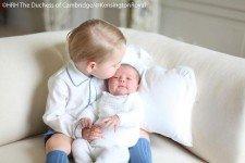 Опубликованы первые официальные фото британской принцессы Шарлотты