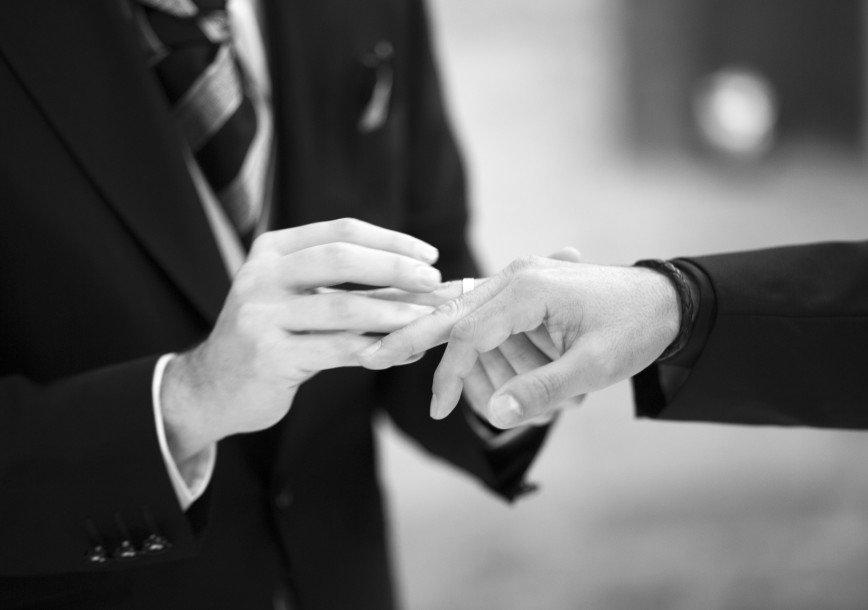 Сообразили на троих - в Колумбии заключен брак между мужчинами