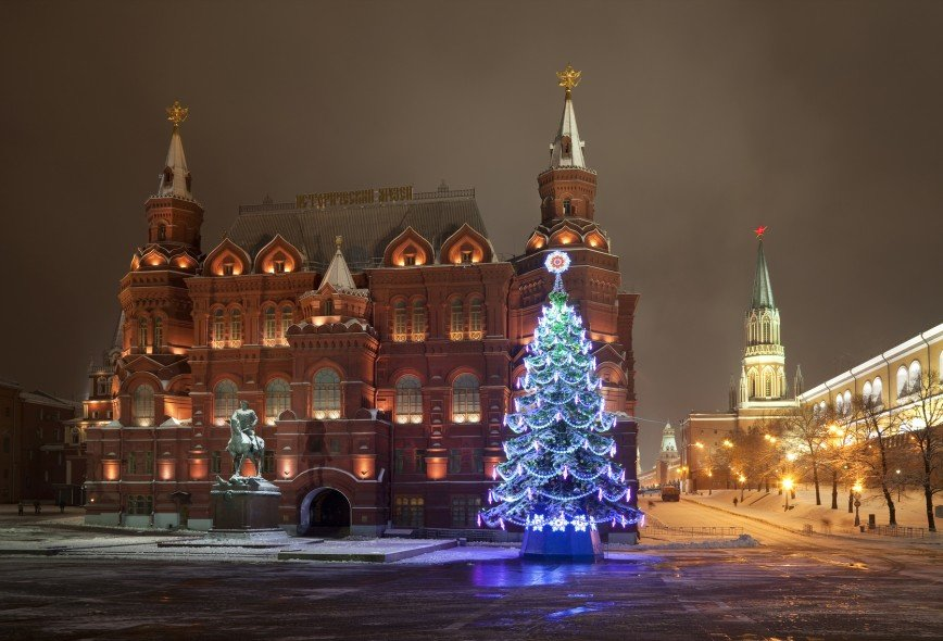 Елку у стен Кремля установят 18 декабря
