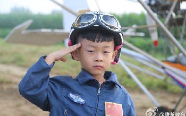 В Китае 5-летний мальчик в одиночку управлял самолетом