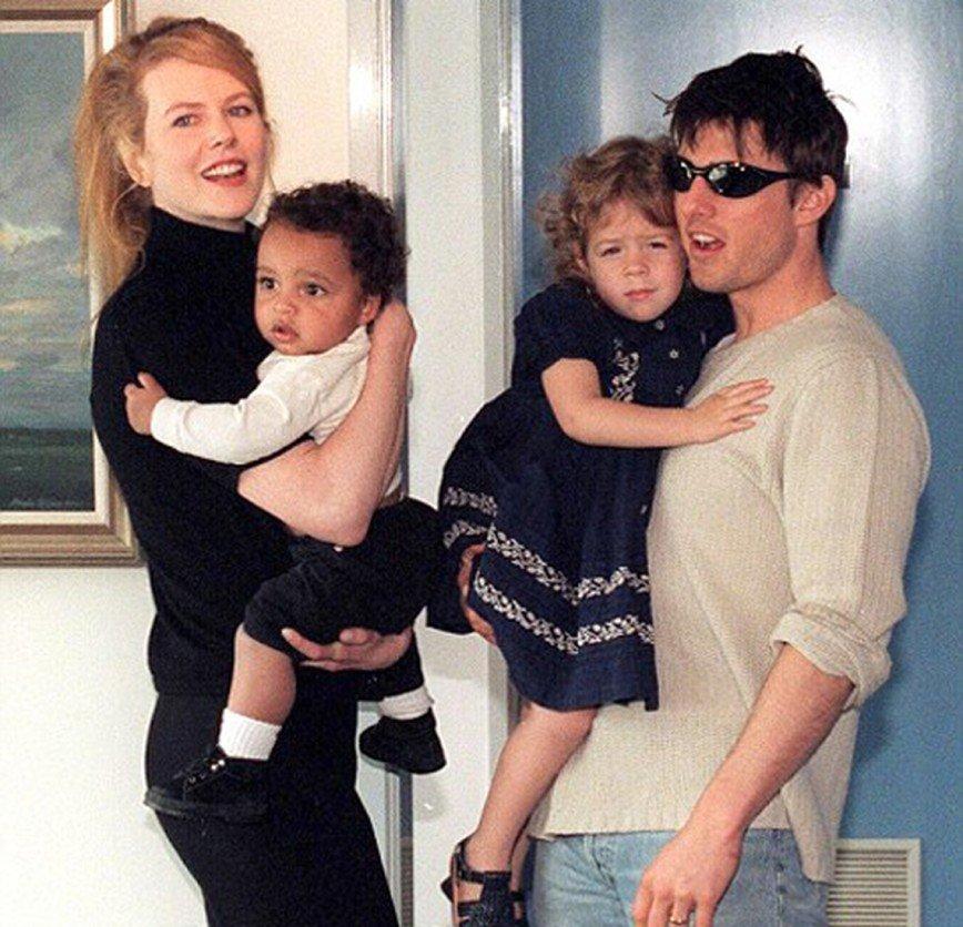 Том Круз станет дедушкой: Кто стал информатором того, что Белла станет матерью, пока неизвестно. Предполагается, что им мог стать родной брат Коннор. Напомним, после