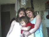[b]2. Многодетная мать, москвичка Леонтьева Елена, вдова - 3 детей [/b] [br] Москва, м.Отрадное.[br]  В многодетной неполной семье трое несовершеннолетних детей. Младший – ребенок-инвалид. Постоянная регистрация в коммунальной квартире, где совершенно невозможно жить (обвалился потолок). Это 4 этажный аварийный дом, который раньше принадлежал ведомству железной дороги, впоследствии его списали в фонд города. Комнату 13.6 кв.м. в этом доме приобрел для семьи бывший муж (покойный), записав ее на имя старшей дочери, и выставил их за дверь как бывших членов своей семьи. (По новому ЖК РФ от 2005 года собственники жилья имеют права выписать семью из своего жилья в связи с разводом). По распоряжению Префекта семья после обвала потолка была переселена в 1кв., которую дали многодетной маме с детьми и ребенком-инвалидом на время проведения ремонтных работ, где они и проживают четыре года, три года из которых судятся по поводу выселения в коммунальную квартиру, хотя акт обследования представителей органов опеки гласит, что «проживание детей по месту постоянной регистрации негативно отразится на их физическом и психическом развитии». По началу, органы опеки участвовали в судебных процессах, но в последствии даже не появлялись, а прокурор и вовсе дал ответ, что полностью поддерживает заявление органов Департамента Жилищной политики и Жилищного фонда города Москвы о выселении семьи из 1 квартиры. Акт обследования жилищных условий установил, что в комнате площадь обвала составляет 1.5 метра, деревянные перекрытия потолка сгнили, но это не помешало судье выселить семью из 1 кв. Мало того, семью не признают малоимущей и не ставят на жилищный учет в виду того, что разойдясь с бывшим мужем, они ухудшили жилищные условия. На данный момент семью принудительно выселяют и наложили штраф за административное правонарушению ввиду отказа добровольного выселения. На данный момент собирают документы для аргументированных доказательств нарушения прав человека для признания беженцами с целью мигр