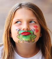 На лице, как на холсте!  http://eva.ru/kids/contest/contest-result.xhtml?contestId=3750