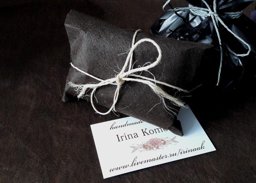 Автор: Irina_AK, Фотозал: Мое хобби, Мы хотим предложить Вам вот такую упаковочку для мыла к 23 февраля. Красивая упаковочная бумага-плёнка и декоративная тесьма. На фото в упаковочке 2 кусочка мыла.При желании можно упаковать любое количество кусочков в единую композицию.