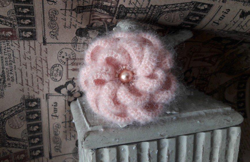 Автор: Irina_AK, Фотозал: Мое хобби, Нежная,лёгкая брошечка,очень весенняя )Связана из мохера с шёлком ,цвет розовый винтажный. В вышивке использованы жемчуг и кристаллы swarovski,а также японский бисер в тон пряжи,прозрачные ,французские пайетки. Диаметр броши-7-7,5см. Отличный подарок на 8 марта.2800 руб. © https://www.livemaster.ru/item/edit/25121067?from=0 ПРОДАНА! ВОЗМОЖНО НА ЗАКАЗ!
