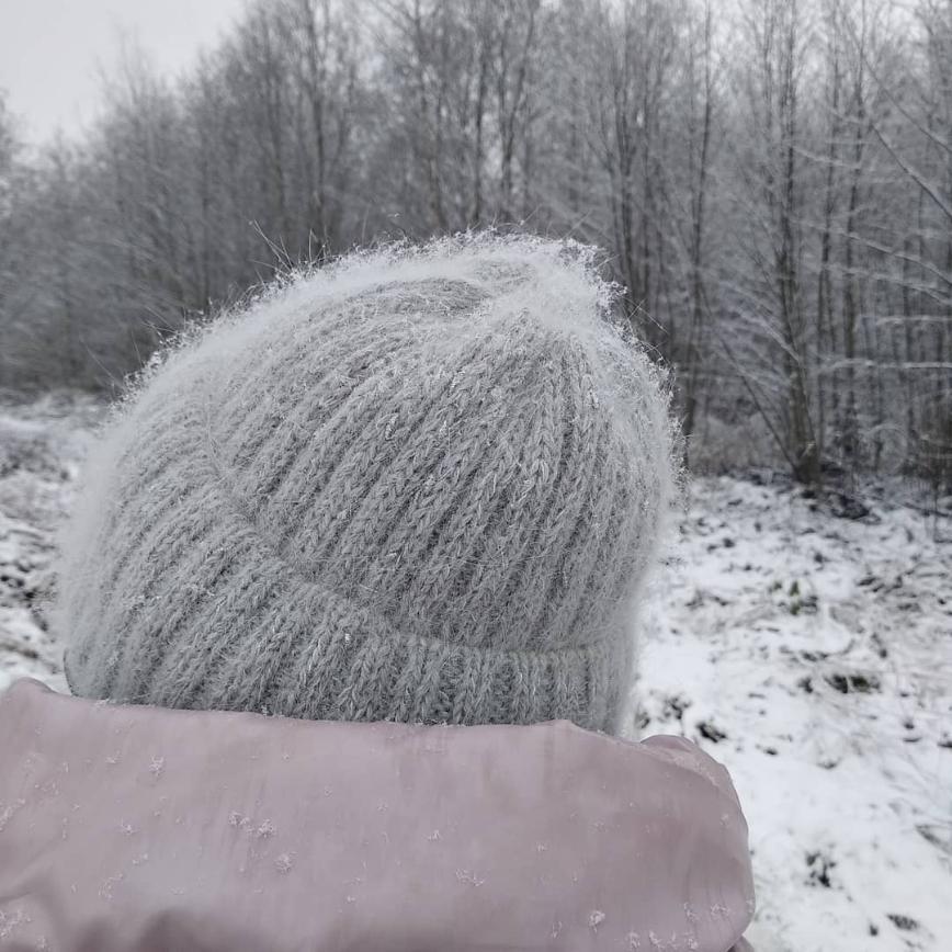 Автор: ИвИва, Фотозал: Мое хобби, Шапка - ангора 700/100 в две нитки и нитка узелкового люрекса 1500/100, которого ушло граммов 20. Вес шапки 88, спицы 2,75.