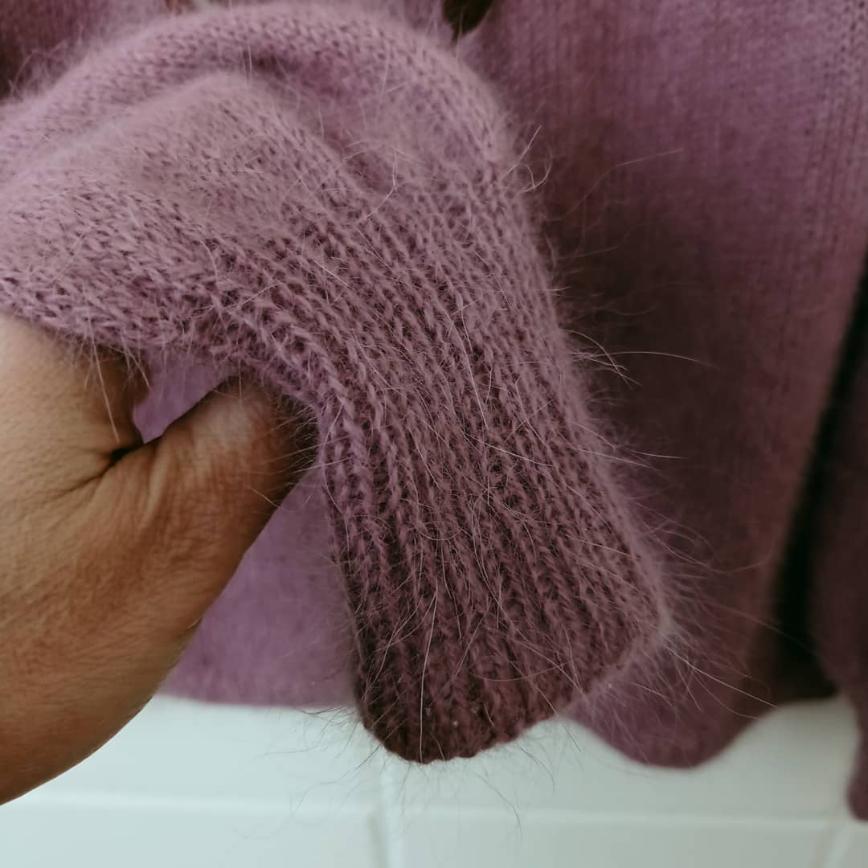 Автор: ИвИва, Фотозал: Мое хобби, Круглая кокетка любимого цвета пыльной сирени. Вес всего 142 грамма, связана в одну нитку на спицах 2,75. В составе 60% ангора, 40 — нейлон, 100 гр - 700 м.