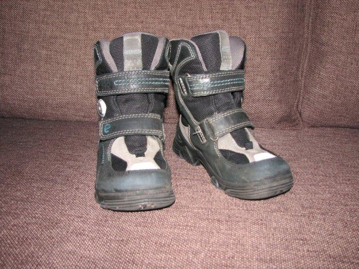 Ботинки Ecco Gore-Tex. Секро-черные.29 размер. Состояние хорошее. Ношены один сезон. 1300 руб.