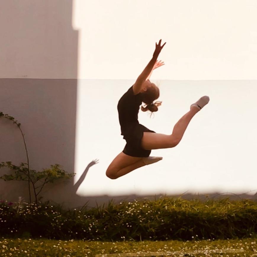 Автор: Дымкa, Фотозал: Наши Дети, Юняша уже 3 года не занимается художественной гимнастикой. Но есть ещё порох в пороховницах