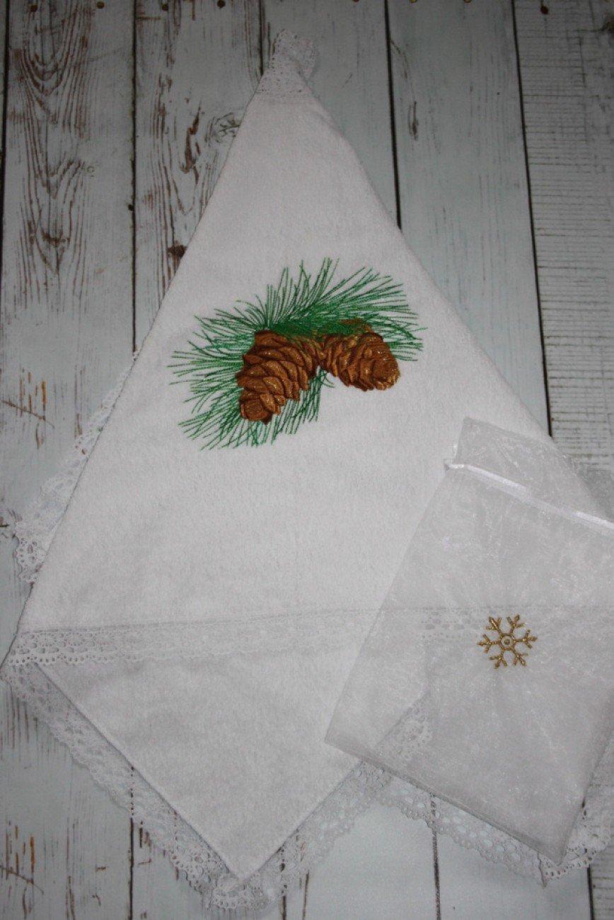 """Автор: krestimbaby, Фотозал: Мое хобби, Полотенце подарочное """"Зимняя сказка""""  Полотенце махровое с вышивкой и отделкой хлопковым кружевом,размер 70*40.Полотенце в подарочном мешочке."""