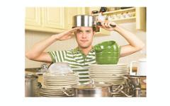 Мужчины, моющие посуду, сексуально пассивны