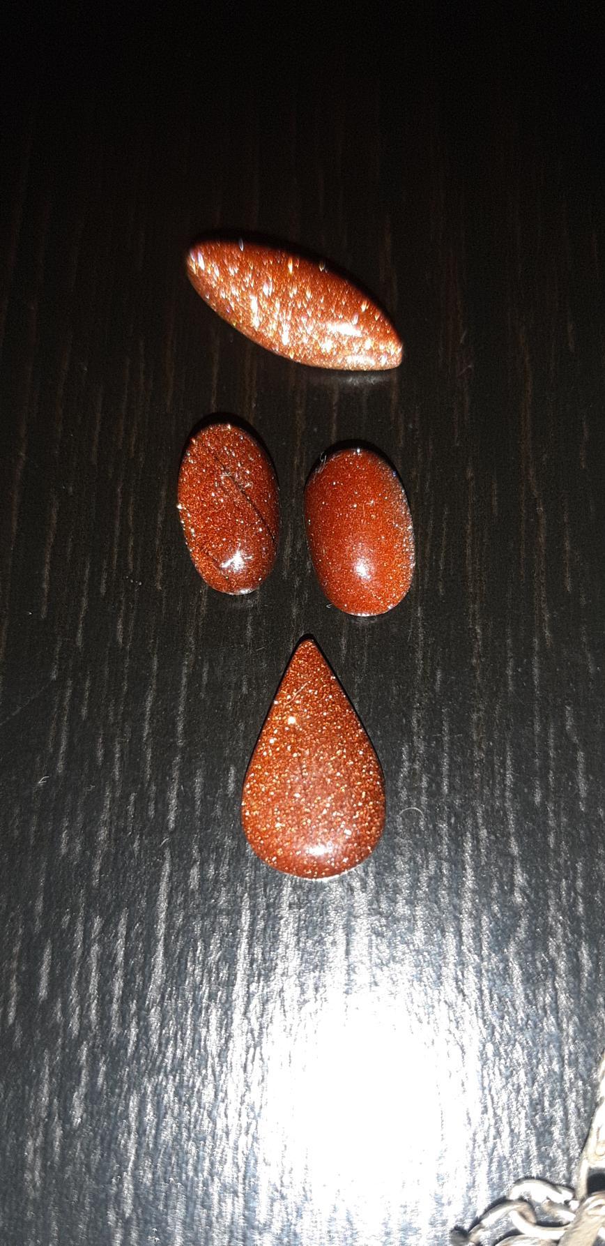 Авантюрин (спасибо всем за подсказки), вкрапления  золотого песка. Для изделий драгоценных на кольцо,кулон и сережки