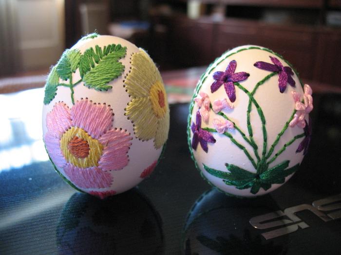 Вышивка лентами по яйцам