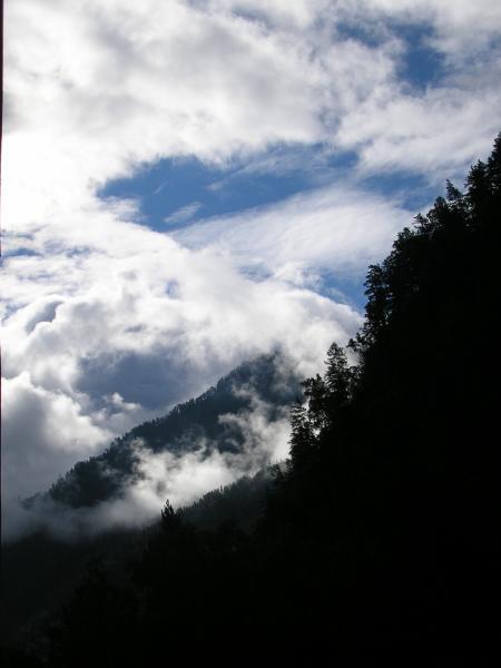 С высоких гор спускается...