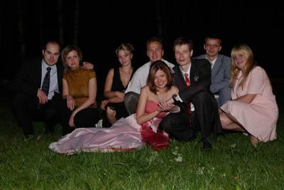 Классика жанра - групповое фото на траве!