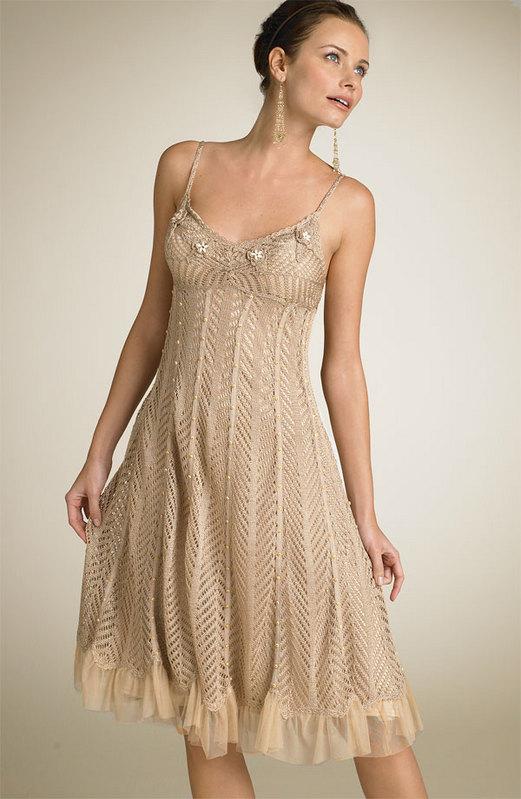 Нашла в инете,очень хочется связать,а на это платье совсем нет никакой инфы.