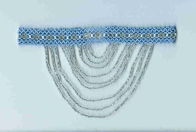 Голубая стойка с подвесками. В основе две отдельно сплетенные цепочки в 1/2 ромба, соединенные двойными бисеринами. Подвески - серебряный бисер.