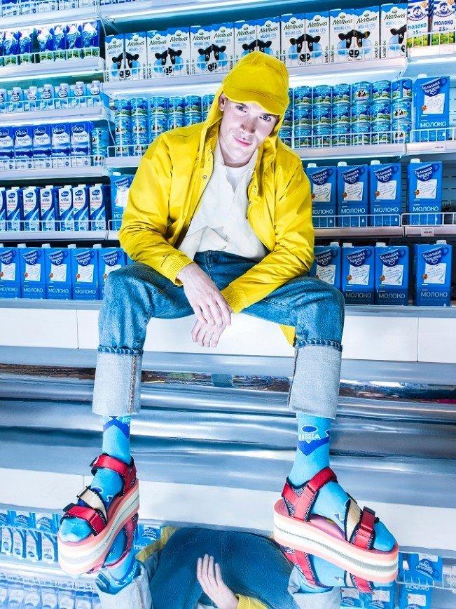 В супермаркете на полке нашли девушку в носках: Дизайнеры St.Friday Socks вдохновлялись уличной культурой городов России, ностальгировали по советскому прошлому, мечтали о путешествиях и просто хулиганили вовсю. Так,