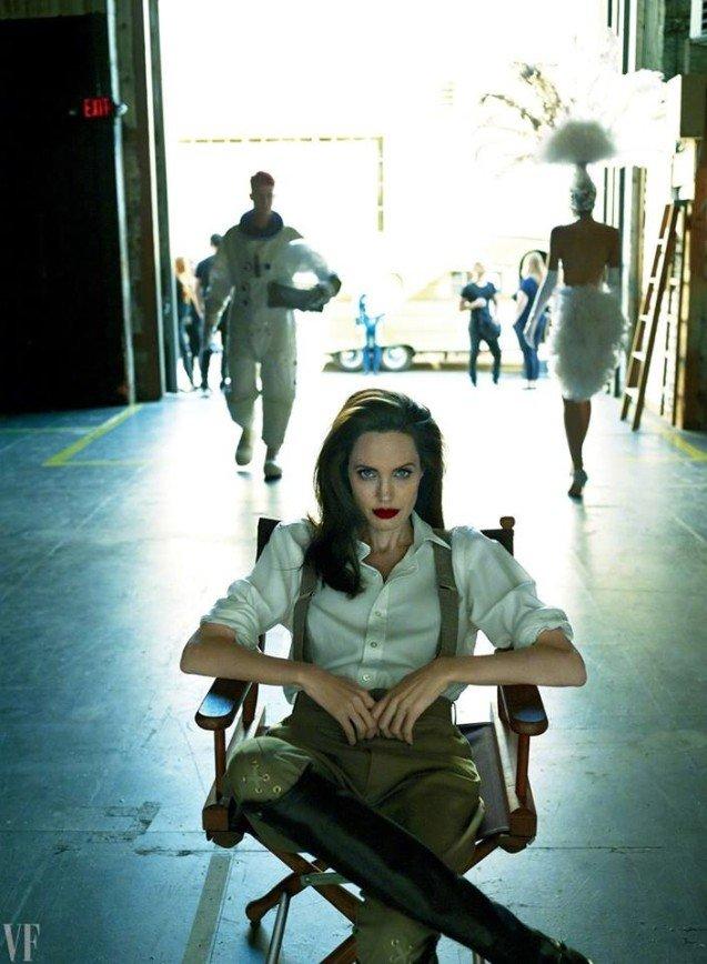 Впервые после развода Анджелина Джоли появилась на обложке глянца