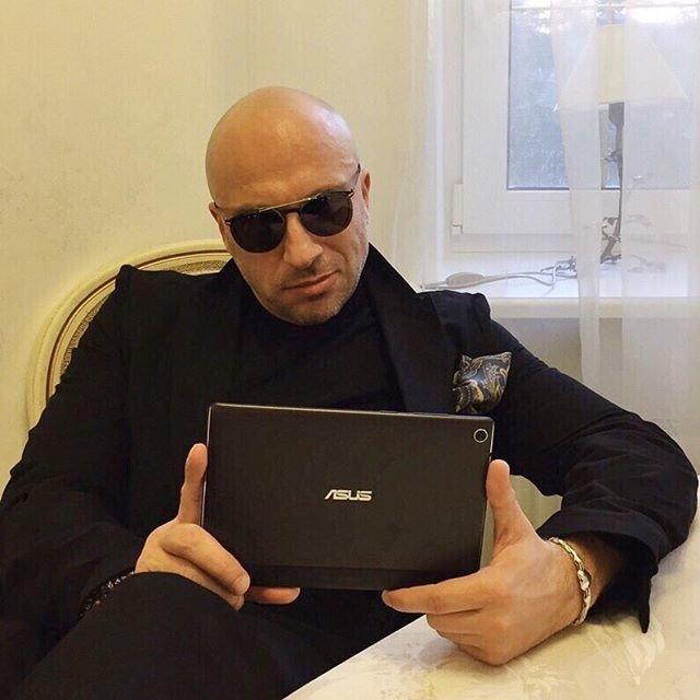 Дмитрий Нагиев: неужели 50?: Дмитрий Нагиев - самый харизматичный и востребованный телеведущий последних лет. Он не любит выставлять напоказ свою личную жизнь, старается избегать