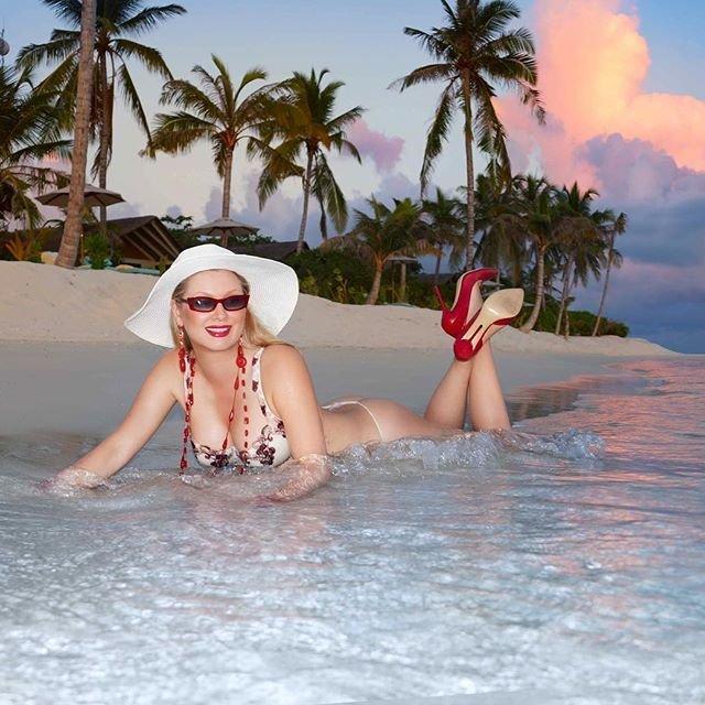 Лена Ленина предлагает экономить на купальниках