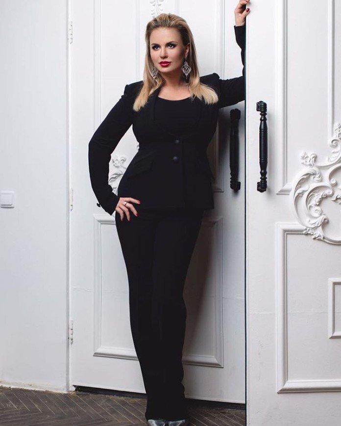Анна Семенович худеет в компании поклонников