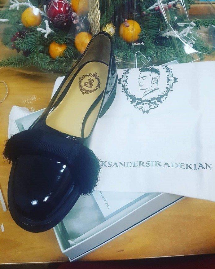 Поклонники в растерянности: Лазарев носит женские туфли