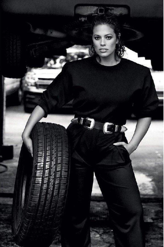 Эшли Грэм поработала автомехаником