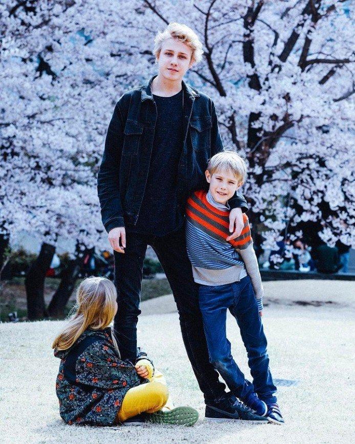 Наталья Водянова увезла детей в Японию