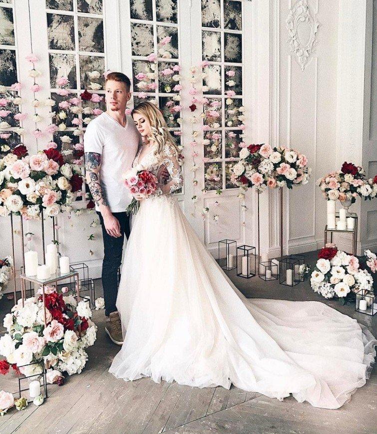 фотографий выложила, пресняков свадьба фото жены одежду красного
