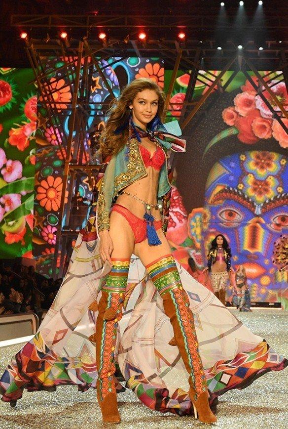 Ангелы Victoria's Secret: Ирина Шейк, сестры Хадид, Кендалл Дженнер в Париже