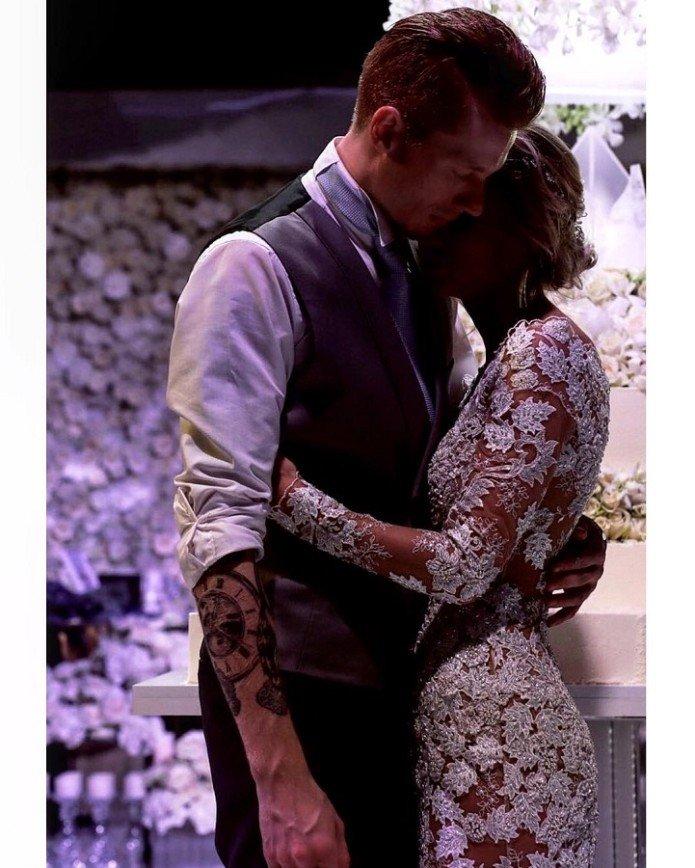 Подвязка невесты досталась самому ловкому другу Никиты Преснякова