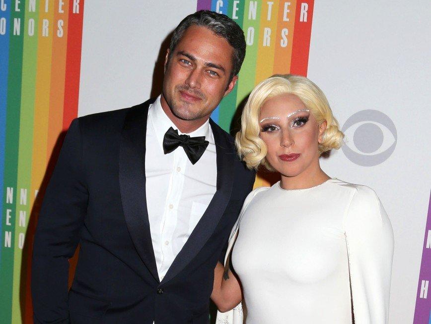 Эротическое селфи Леди Гага и ее жениха попало на обложку журнала