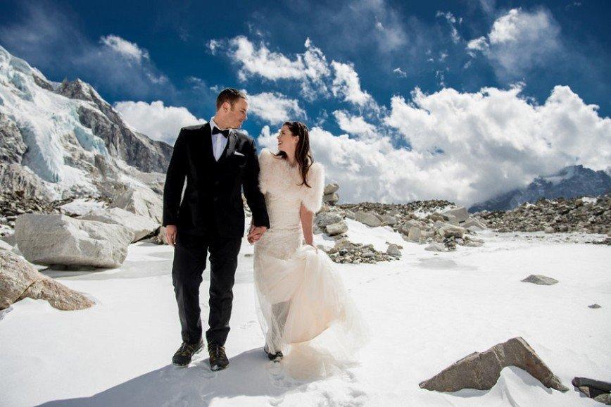 Американские влюбленные поженились на Эвересте