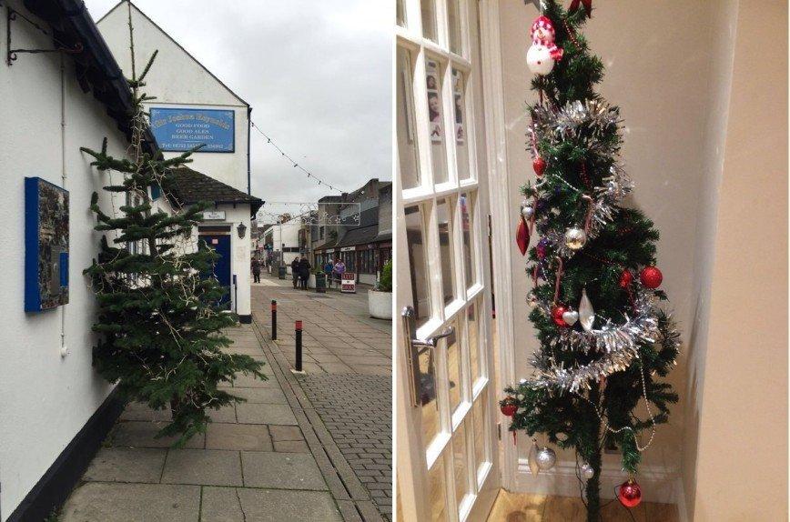 Британская газета ищет самую ужасную рождественскую елку