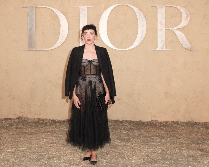 Подражая Белле Хадид, две актрисы выбрали панталоны от Dior