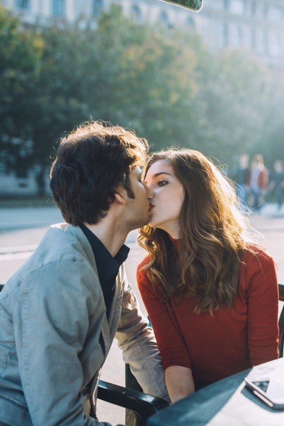 В Москве появилась служба доставки поцелуев