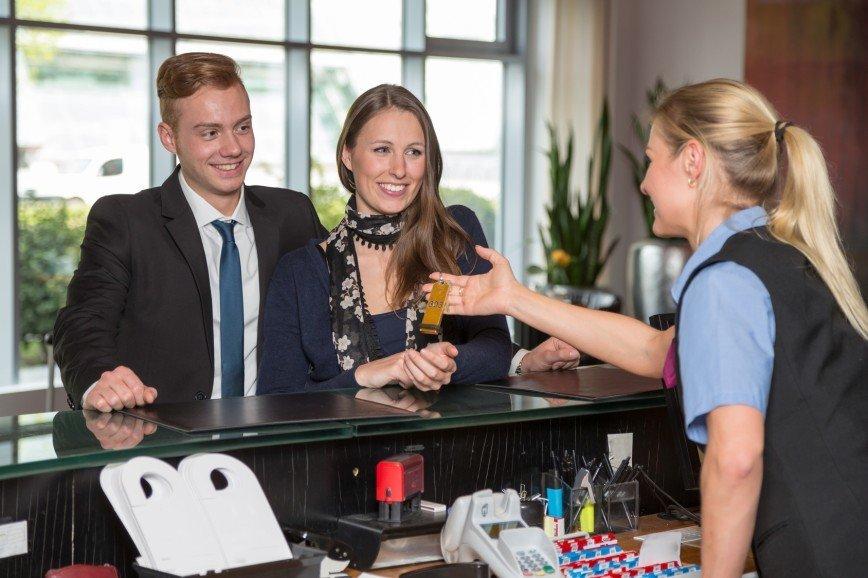 В российских гостиницах разрешили оплачивать половину суток