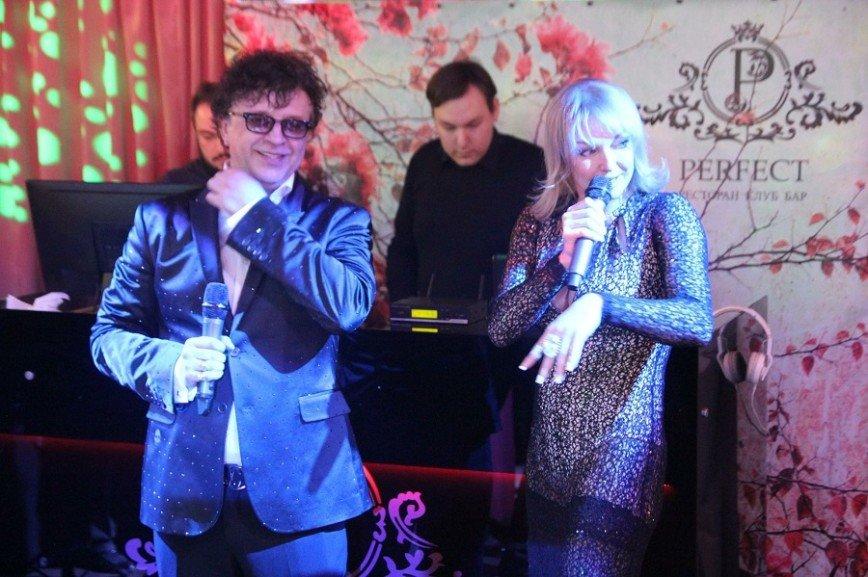 Рома Жуков отметил двойной юбилей и спел с Волочковой