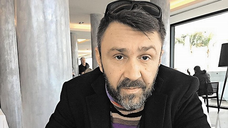 Сергей Шнуров пишет песню для детской программы