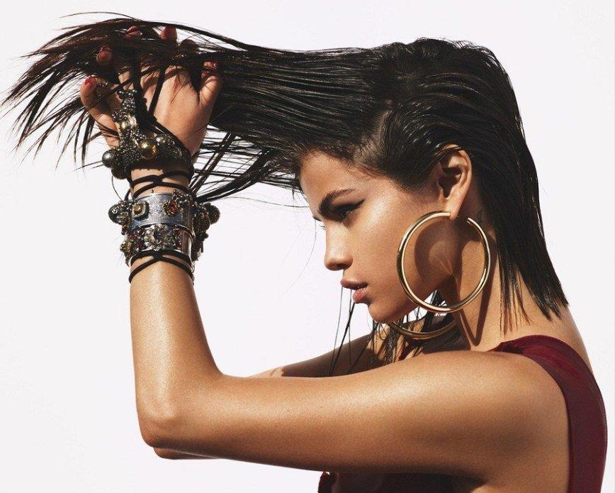 Селена Гомес разоткровенничалась для Vogue: