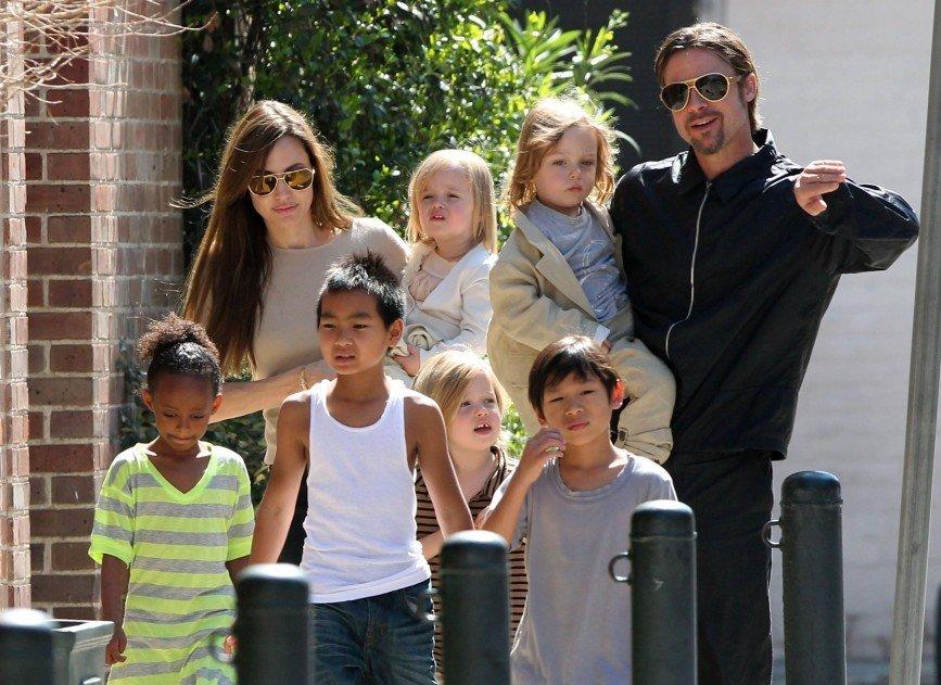 Анджелина Джоли втайне от мужа усыновила ребенка