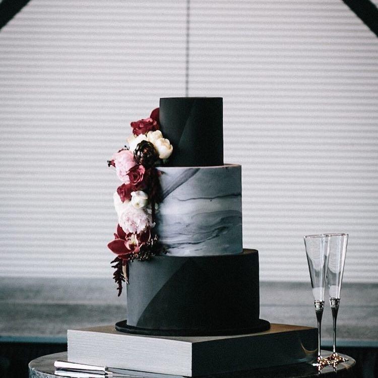 которых торт в черно белом цвете фото для волос вновь