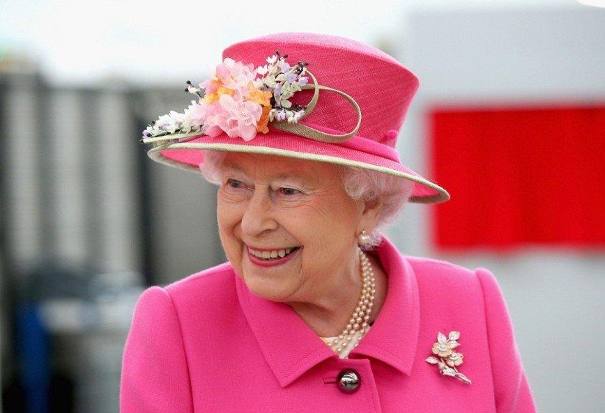 Рязанская пенсионерка передала английской королеве варенье и пирожки