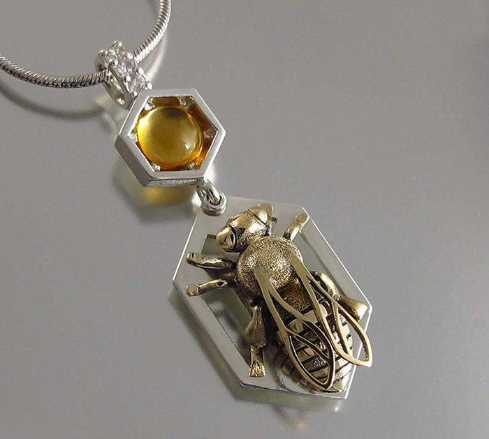 Пчелы и соты в авторских украшениях