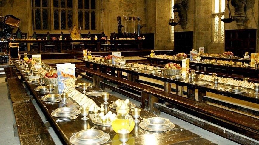 Поклонники Гарри Поттера смогут поужинать в Хогвартсе
