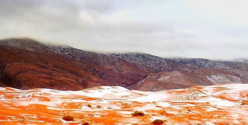 """В Сахаре впервые за 37 лет выпал снег: Температура в Айн-Сефре, который известен как """"Ворота пустыни"""", зимой составляет около нуля градусов. Последний раз такое удивительное для этого региона"""