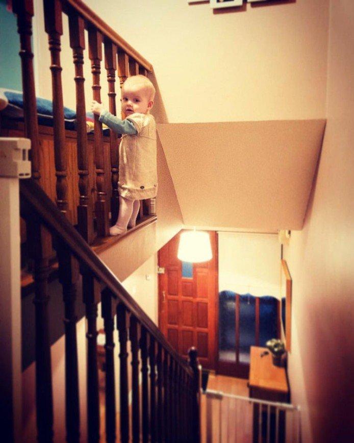 Креативный отец снимает опасные приключения дочки