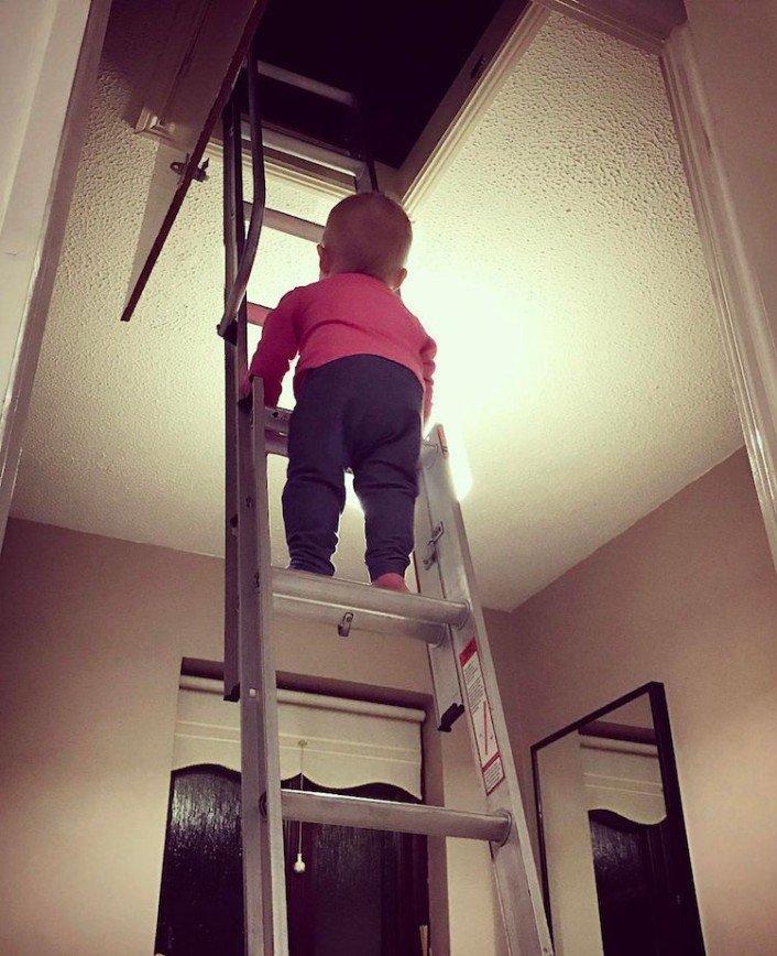 Креативный отец снимает опасные приключения дочки: