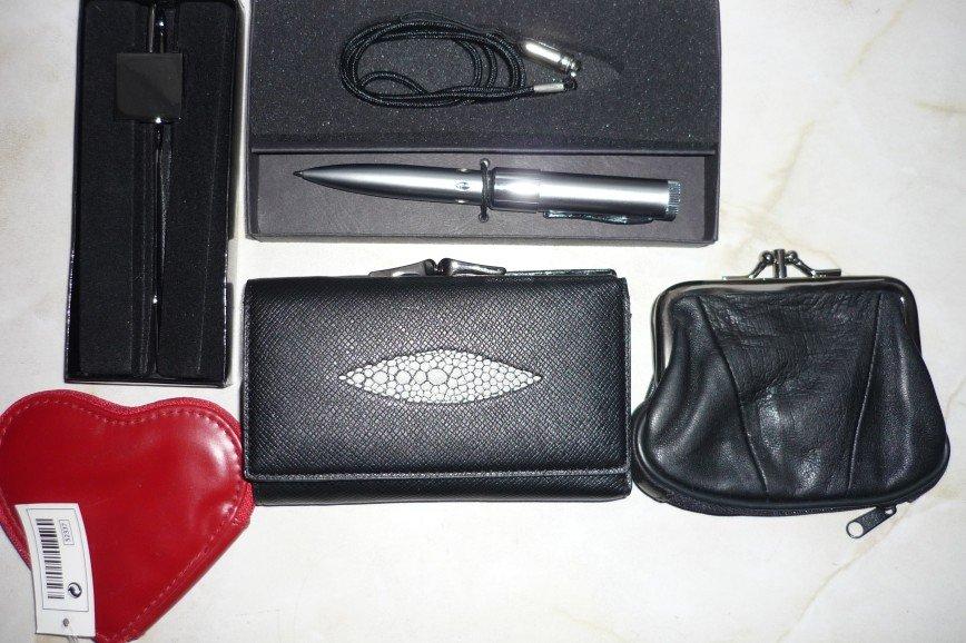 Новые кошельки , сувениры - закладка зеркальная для книг в подарочной коробке, ручка с Флешкой.